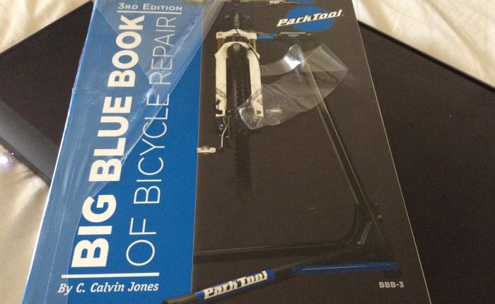 BIG BLUE BOOK Cykelmekanikers heligaskrift